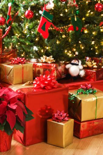 Christmas Tree With Presents 680 News