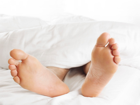 how to keep feet from swelling when pregnant