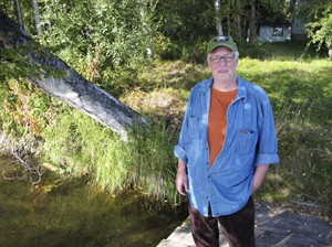 "FILE - In this Sept. 3, 2010 file photo, author Joe McGinniss, who is working on a book on former Alaska Gov. Sarah Palin, poses for a photograph at the home he's renting next to Palin's home in Wasilla, Alaska. McGinniss, the adventurous and news-making author and reporter who skewered the marketing of Richard Nixon in ""The Selling of the President 1968"" and tracked his personal journey from sympathizer to scourge of convicted killer Jeffrey MacDonald in the blockbuster ""Fatal Vision,"" died Monday, March 10, 2014, at age 71. McGinniss, who announced in 2013 that he had been diagnosed with inoperable prostate cancer, died from complications related to his disease. (AP Photo/Dan Joling, file)"