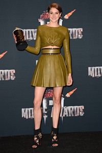 """Shailene Woodley poses in press room with her award for favorite character for """"Divergent"""" at the MTV Movie Awards on Sunday, April 13, 2014, at Nokia Theatre in Los Angeles. (Photo by Jordan Strauss/Invision/AP)"""