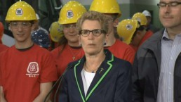 Wynne says Tim Hudak's plan would plunge province back into a recession