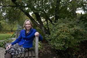 """FILE - In this Monday, Oct. 7, 2013 file photo, author Doris Kearns Goodwin poses for a portrait at her home in Concord, Mass. Goodwin is the nonfiction winner of the Andrew Carnegie Medal for her book on the progressive era of the early 20th century, """"The Bully Pulpit."""" (AP Photo/Steven Senne, File)"""