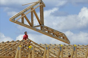 Construction workers build a commercial complex in Springfield, Ill. on July 17, 2014. THE CANADIAN PRESS/AP, Seth Perlman