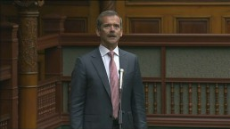 Chris Hadfield sings 'O Canada' at Queen's Park swearing in ceremony