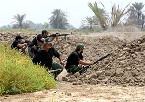 Iraq Shiite fighters prepare to fight militants from the extremist Islamic State group in Jurf al-Sakhar, 43 miles (70 kilometers) south of Baghdad, Iraq, Monday, Aug 18, 2014. Fighters of the voluntary armed group formed after the radical Shiite cleric Muqtatda al-Sadr called to protect holy shrines against possible attacks by Sunni militants. (AP Photo/Hadi Mizban)