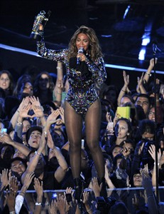 Beyonce accepts the Video Vanguard Award at the MTV Video Music Awards at The Forum on Sunday, Aug. 24, 2014, in Inglewood, Calif. (Photo by Chris Pizzello/Invision/AP)