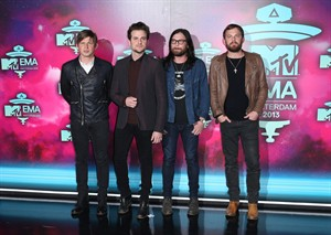 """FILE - In this Nov. 10, 2013 file photo, from left, Matthew Followill, Jared Followill, Nathan Followill and Caleb Followill of the band Kings of Leon pose for photographers upon arrival at the 2013 MTV Europe Music Awards, in Amsterdam, Netherlands. The city of brotherly love will mark a brotherly affair for Kings of Leon: The family band will play its first show Sunday, Aug. 31, 2014, in Philadelphia since drummer Nathan Followill injured his ribs. The group will headline the second night of the """"Budweiser Made In America"""" festival on the Benjamin Franklin Parkway over Labor Day Weekend. (Photo by Joel Ryan/Invision/AP, file)"""