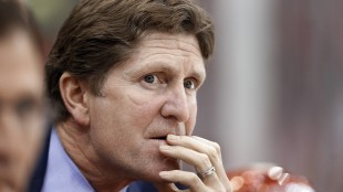 The Toronto Maple Leafs have hired Mike Babcock as their new head coach, Wednesday, May 20, 2015. (AP Photo/Paul Sancya, File)