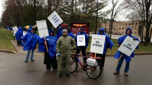 Teachers form a picket line outside Pine Ridge Secondary School in Pickering on April 20, 2015. 680 NEWS/Carl Hanstke