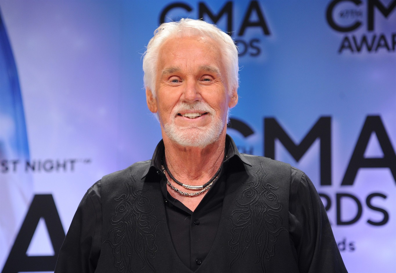 The Gambler\' Kenny Rogers announces farewell tour, has new Christmas ...