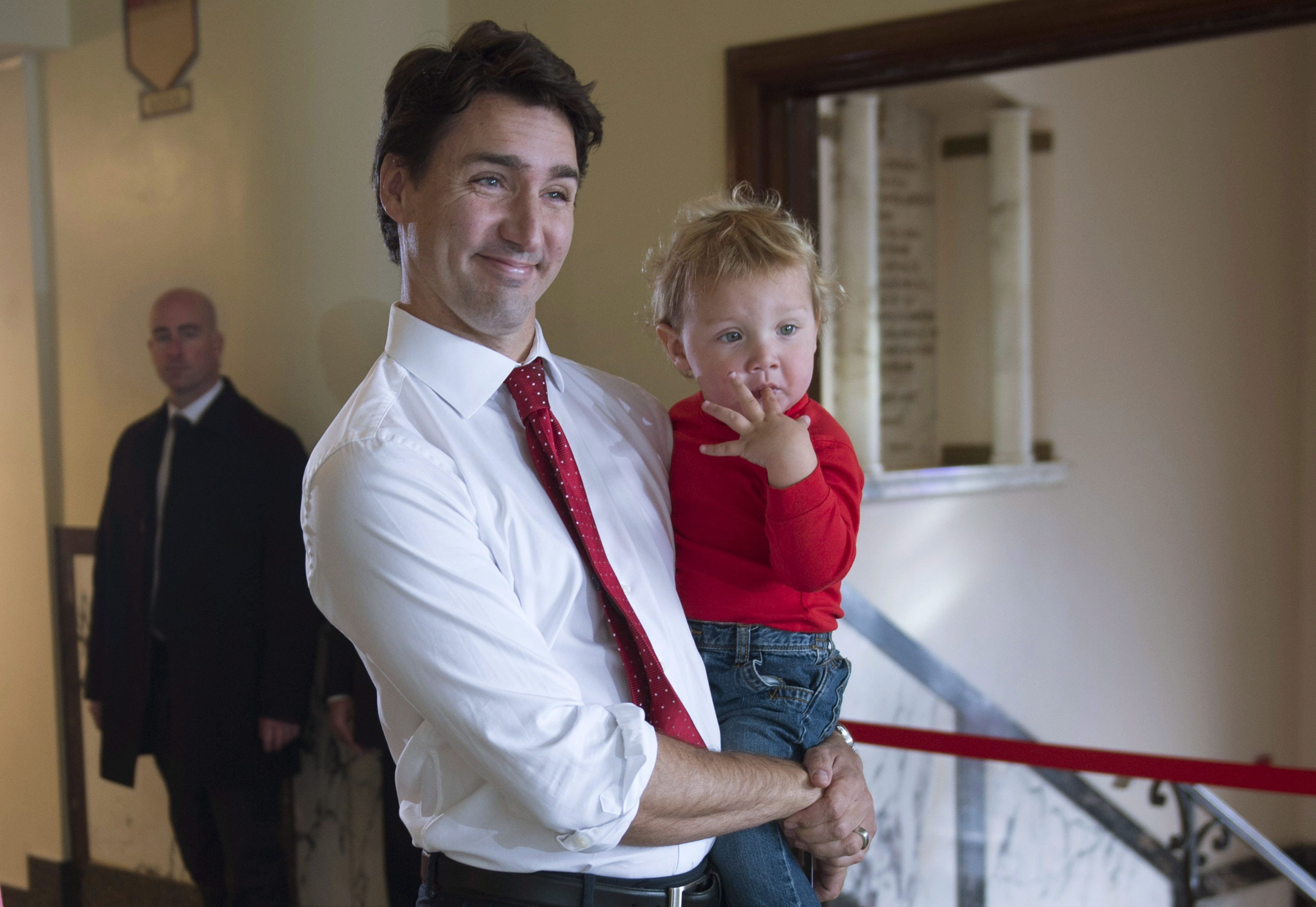 Justin Trudeau and family to live in Rideau Cottage, not ...