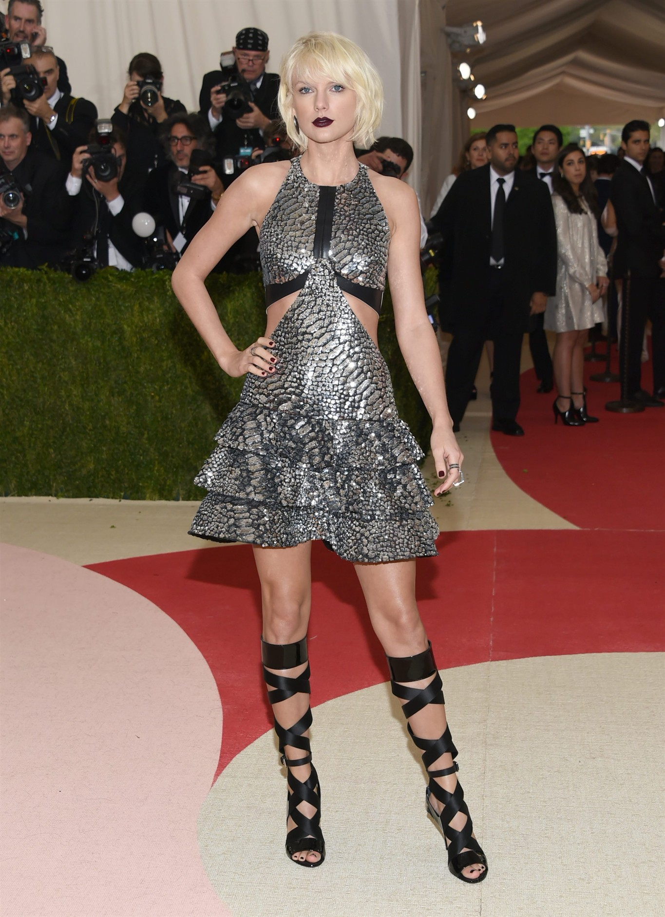 1119cd068ce Taylor Swift arrives at The Metropolitan Museum of Art Costume Institute  Benefit Gala