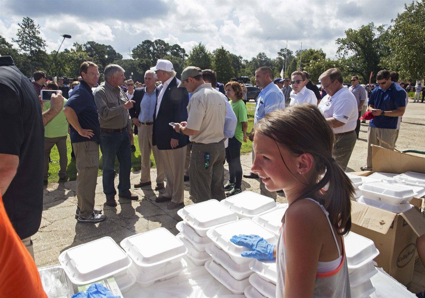 Obama will visit flood victims next week