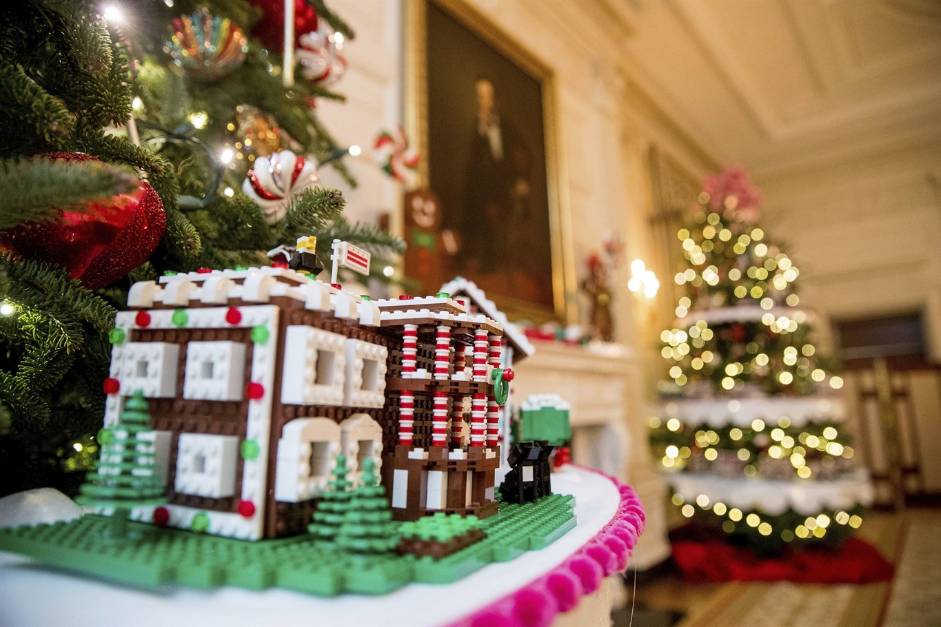 White House Christmas Theme The Gift Of The Holidays