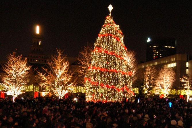 'O Christmas Tree': Toronto Lights Up The Season With