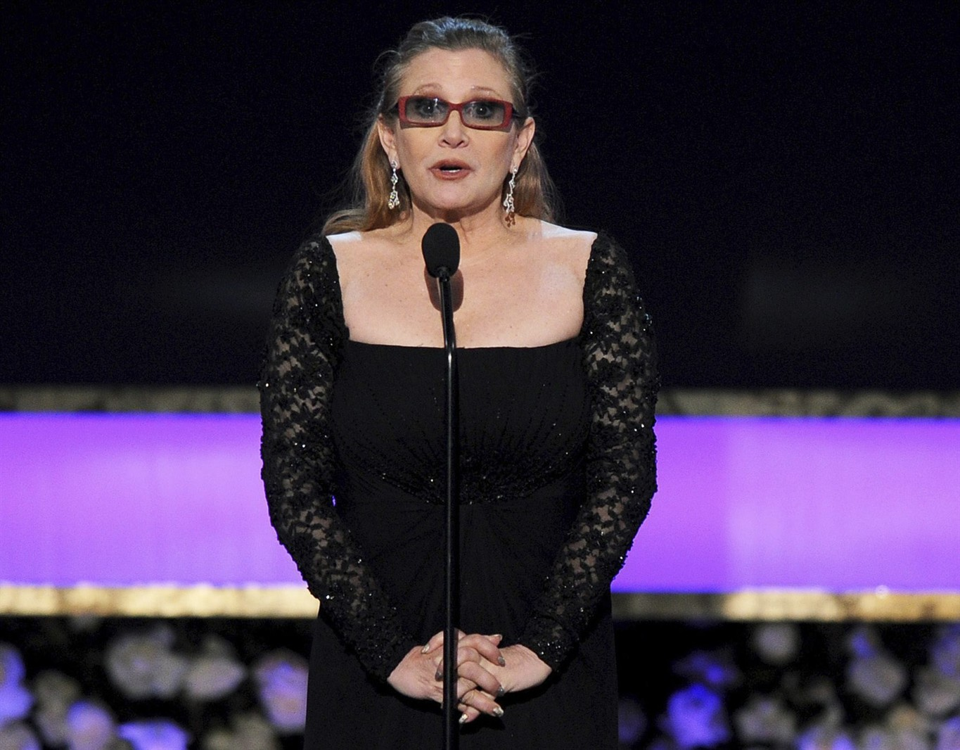 'Star Wars' actress Carrie Fisher suffers heart attack on plane