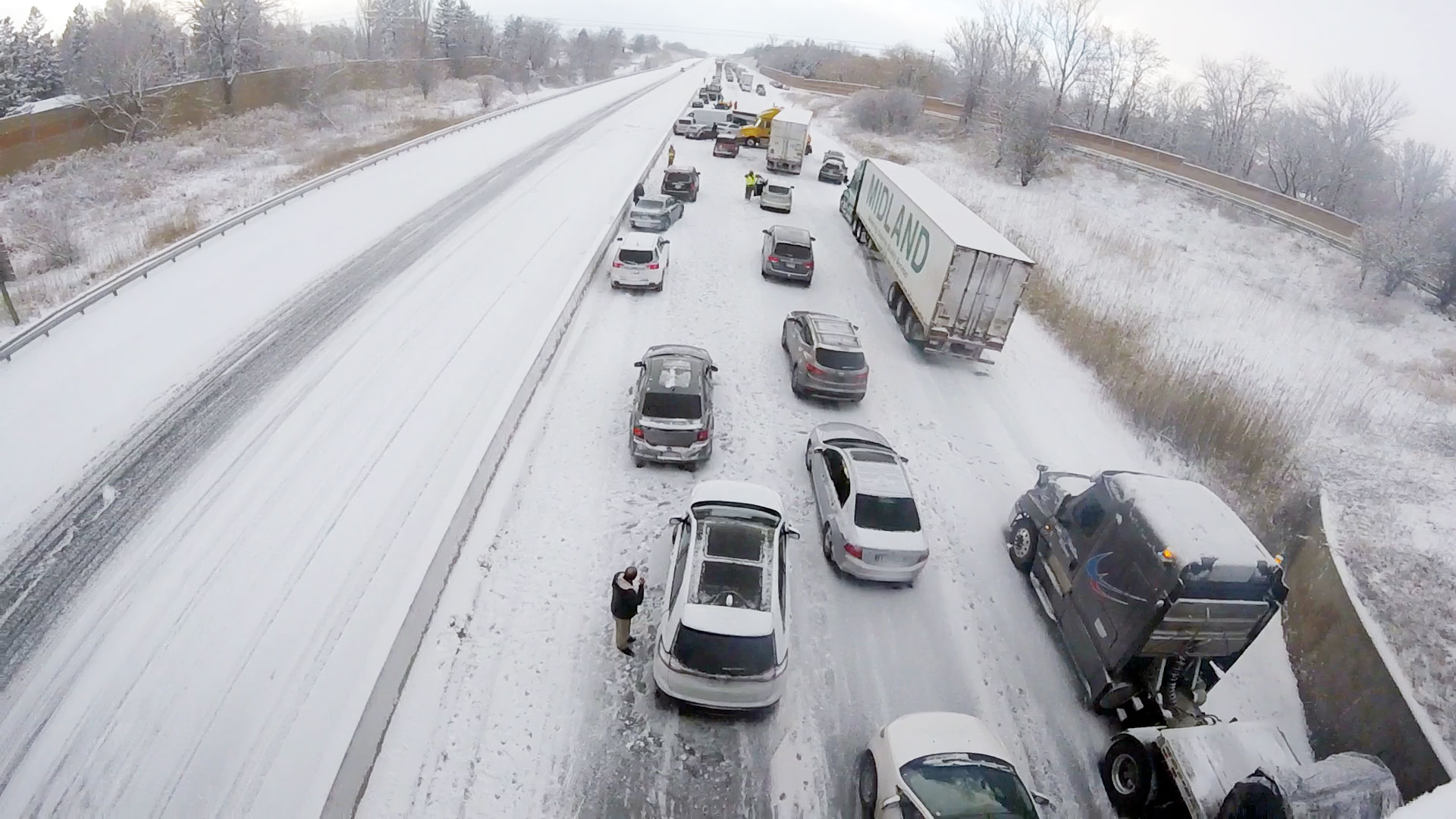 Highway 401 reopens in Bowmanville following crashes, whiteout