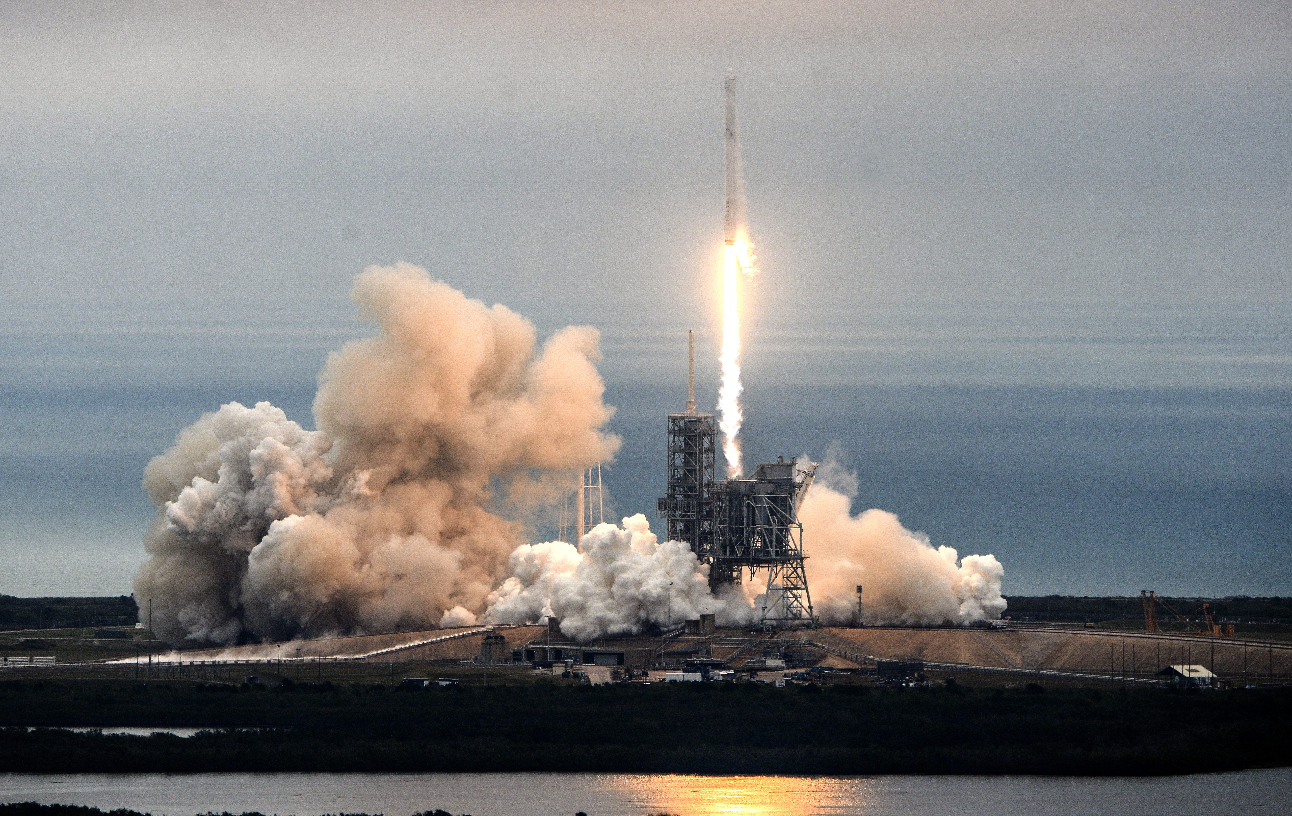 spacex launches rocket - HD5217×3297