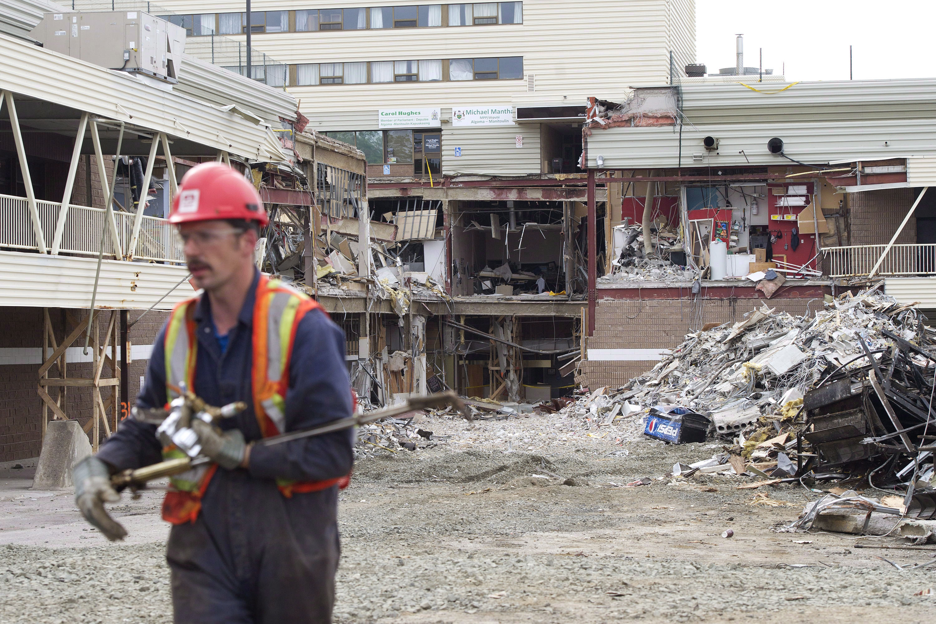 Verdict expected Thursday for engineer charged in Ontario mall roof collapse