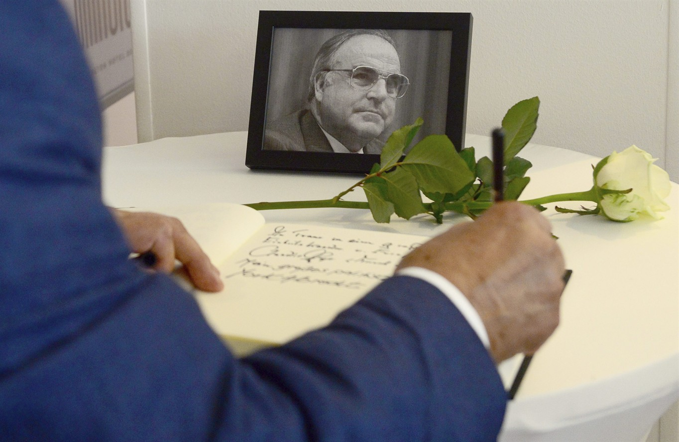 German newspaper editor apologizes for front page on Kohl - 680 NEWS