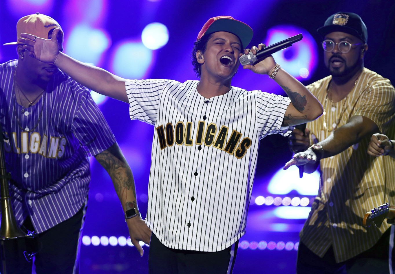 Bruno Mars leads American Music Awards nominations