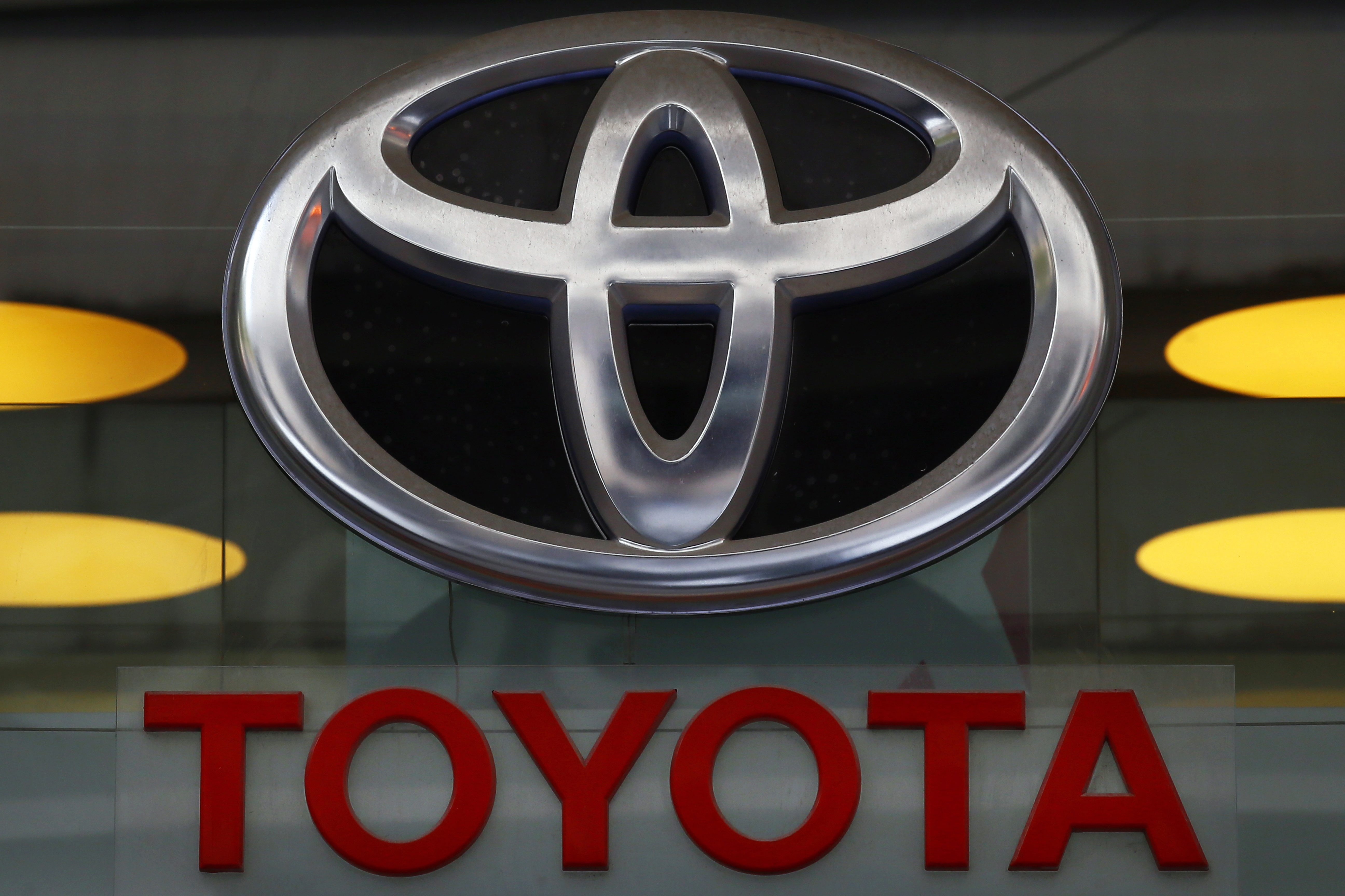 Toyota recalls 645000 vehicles; air bags may not inflate