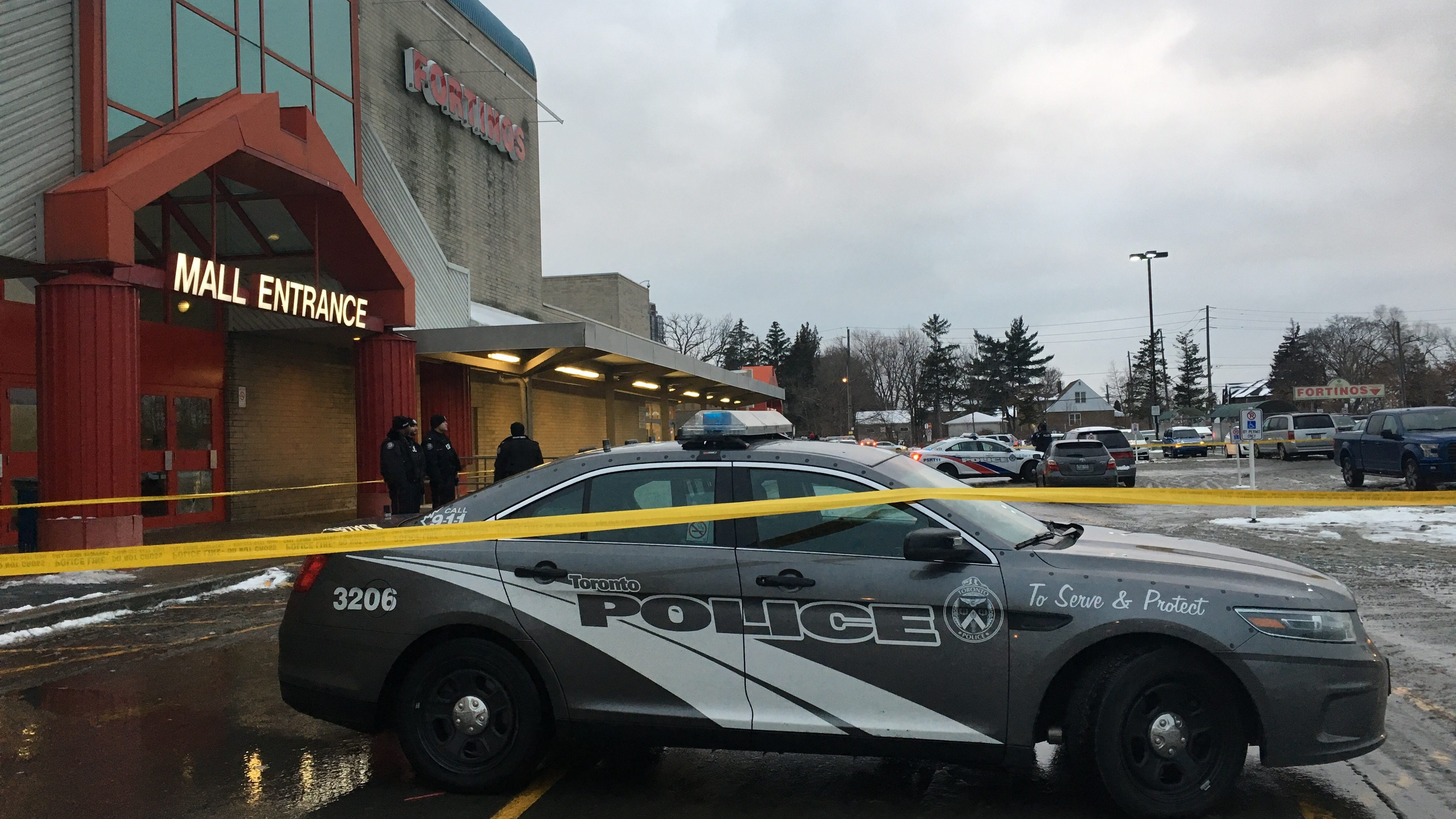 Man suffers serious injuries in shooting at Lawrence Square Plaza