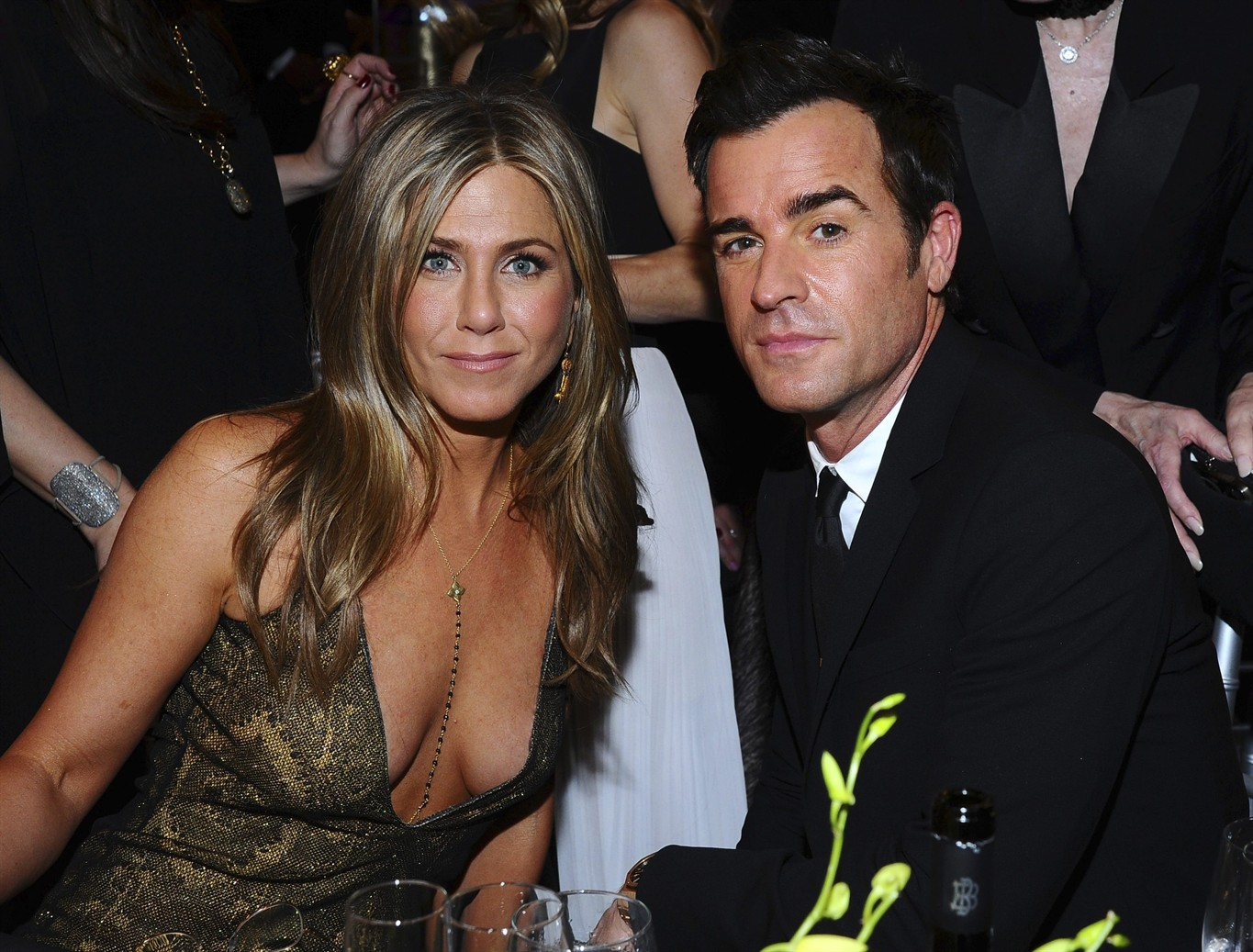 Is in relationship with Justin Theroux