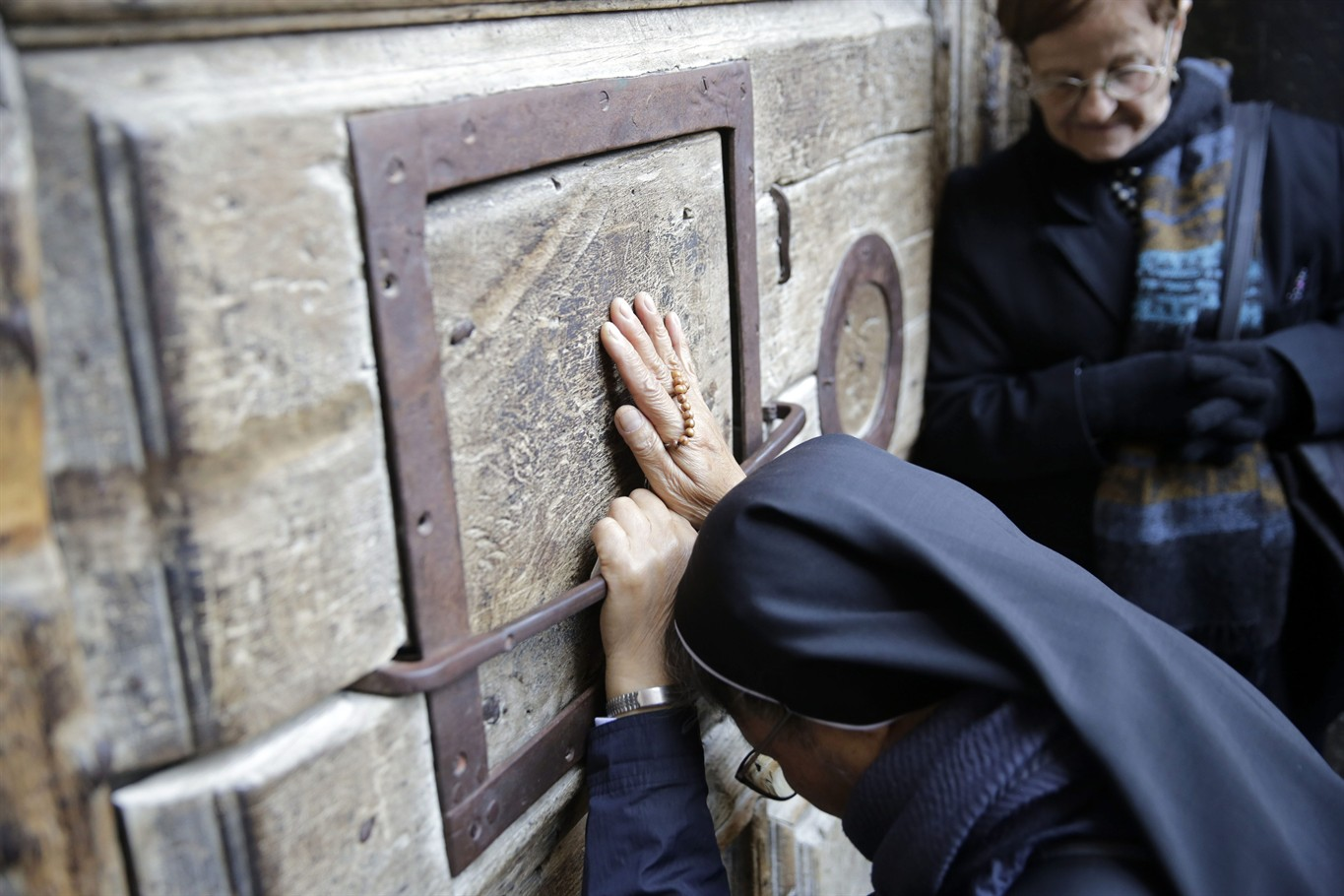 Church of the Holy Sepulchre to reopen after tax spat