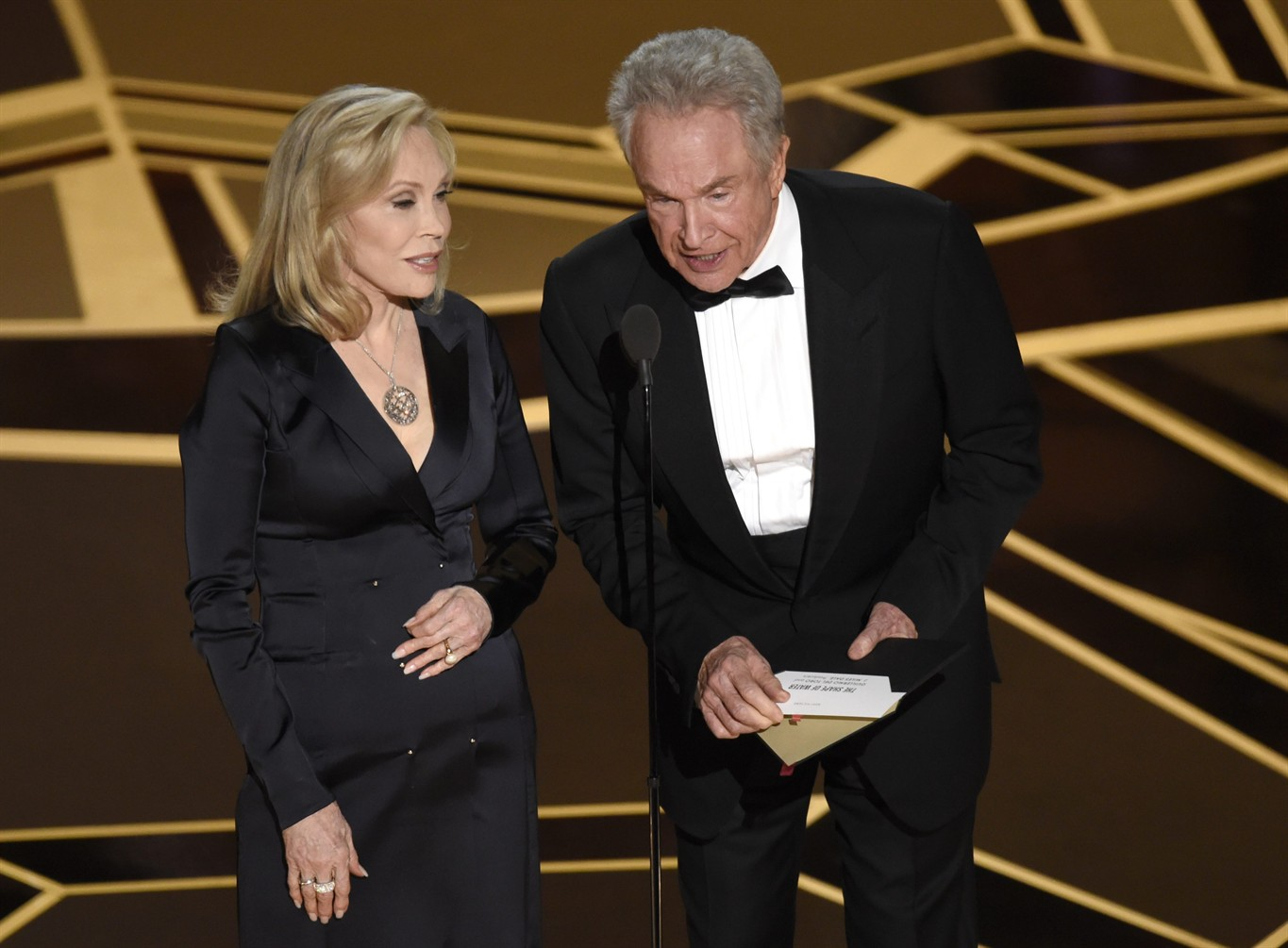 Warren Beatty, Faye Dunaway return to Oscars for Best Picture do-over