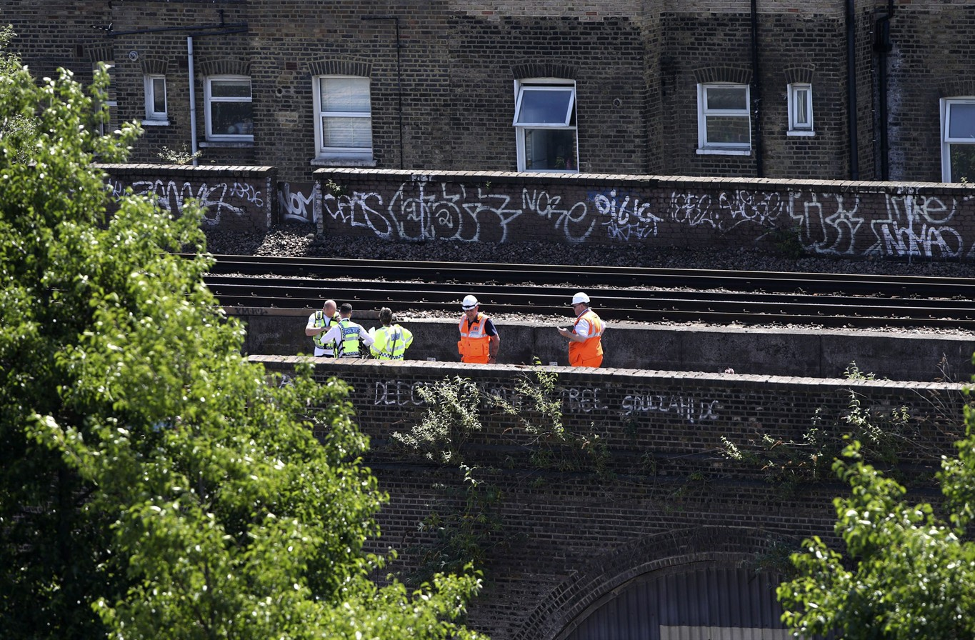 Tributes paid to 3 london graffiti artists killed by a train