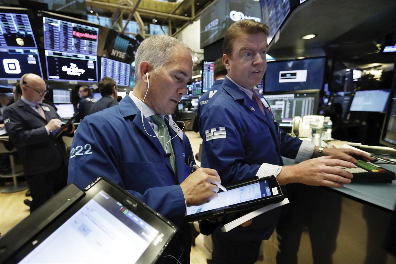 Technology stocks lead US market lower
