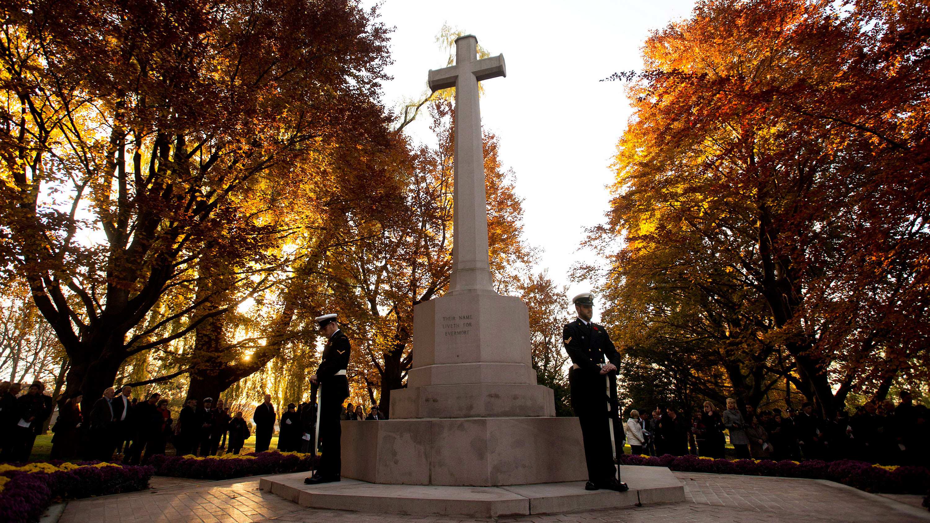Remembrance Day: Services mark 100 years of First World ...