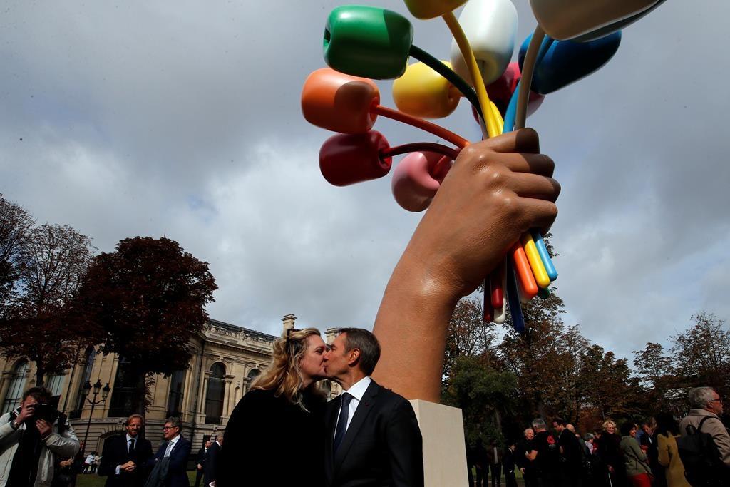 Jeff Koons unveils sculpture for Paris attacks victims