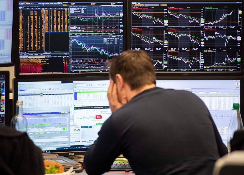 Asian stocks mixed after Wall Street sinks despite rate cut