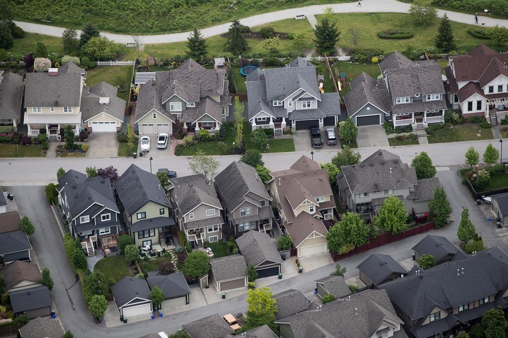 Mortgage deferrals at big Canada's big banks pile up, association says