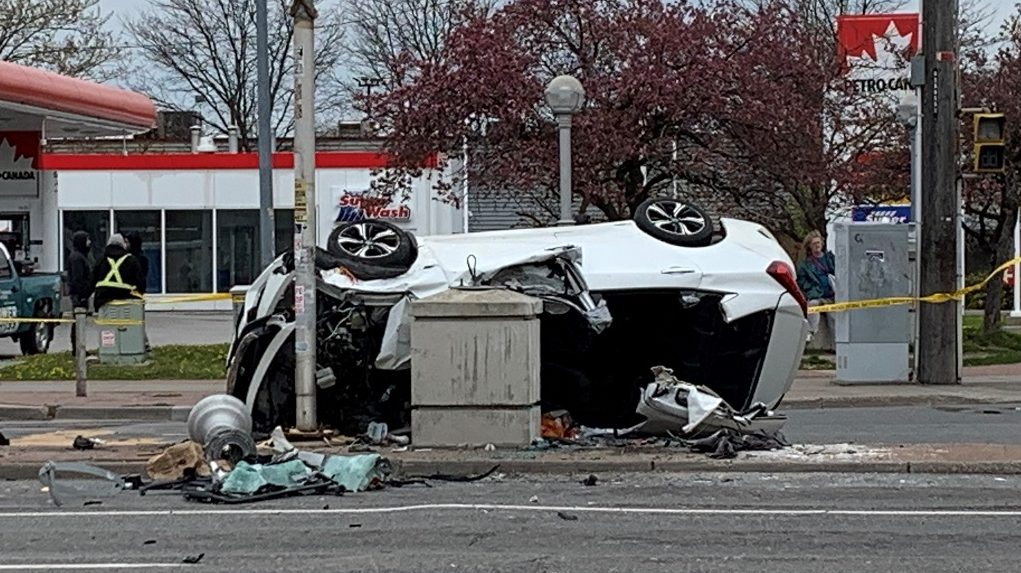 2 injured in Lawrence and Kennedy crash - 680 NEWS