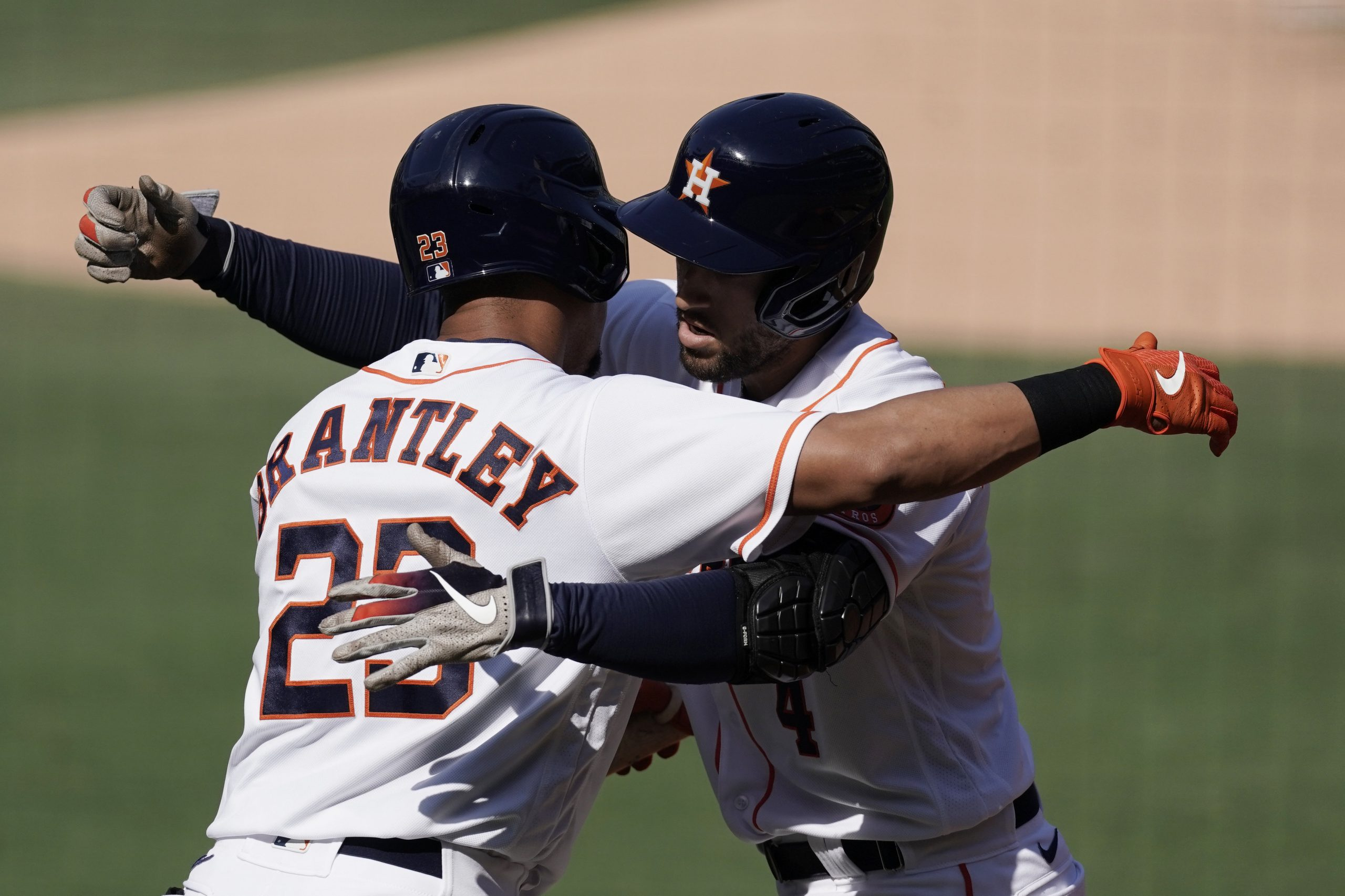 Blue Jays, Michael Brantley agree to three-year deal